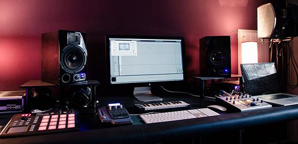 La musique assistée par ordinateur ou MAO pour un artiste auto-producteur